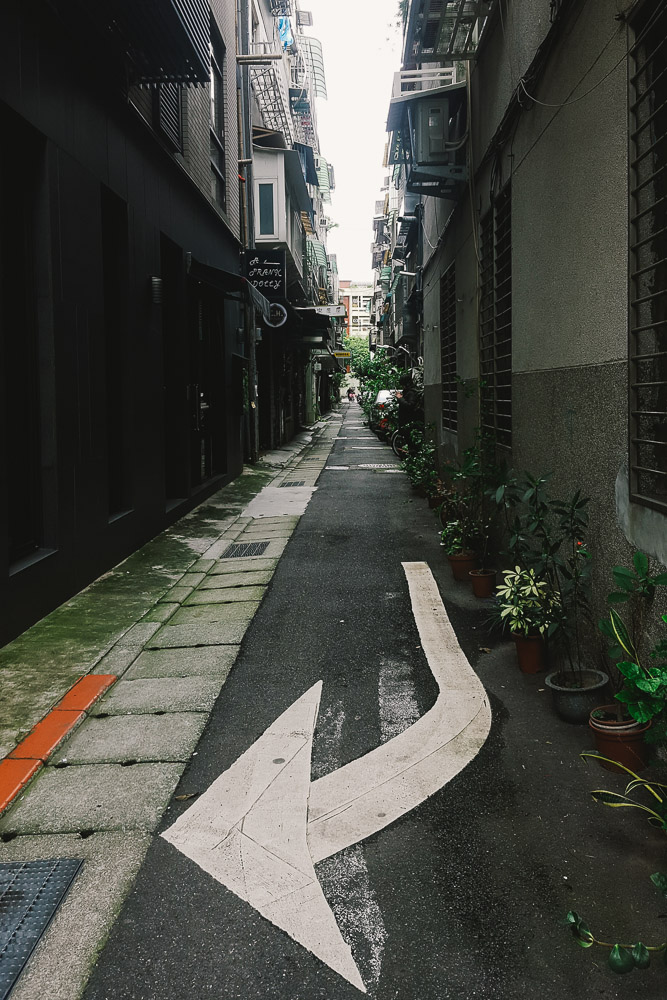 Taipei is a mix of Chine and Japan. The Japanese had it occupied until 1945